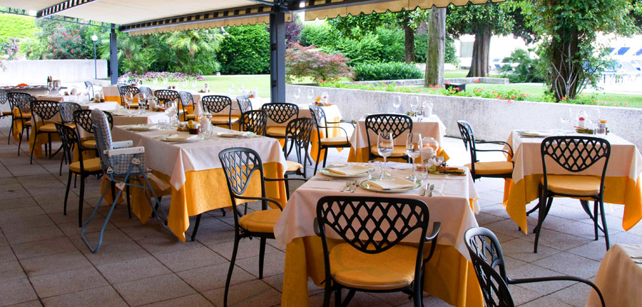 Hotel Salo Du Parc, Gulf of Salo, Italy - Restaurant terrace.jpg